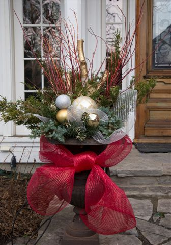 blog photo - stiver house christmas urn