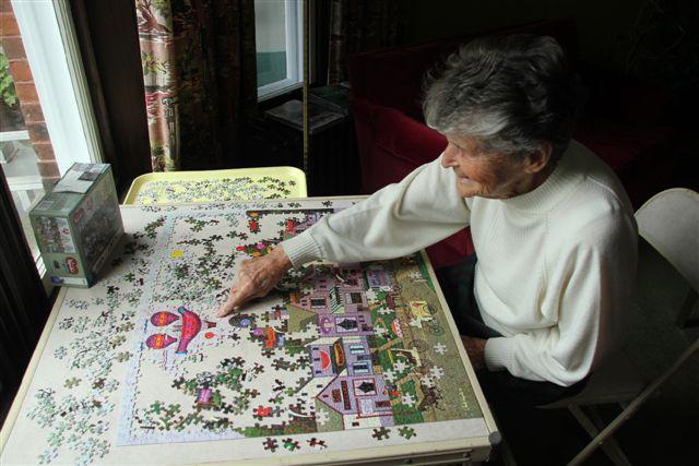 Blog Photo - House Ravenscraig Mrs Strike at Jigsaw puzzle