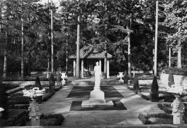 Blog Photo - B&W shot of garden and pavilion