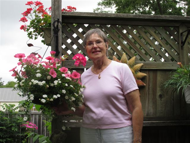 Blog Photo - Gundy Schloen in her garden - photo by P. Schloen