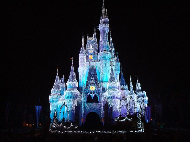 1024px-Disney_Orlando_castle_at_night